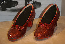 220px-dorothys_ruby_slippers_wizard_of_oz_1938